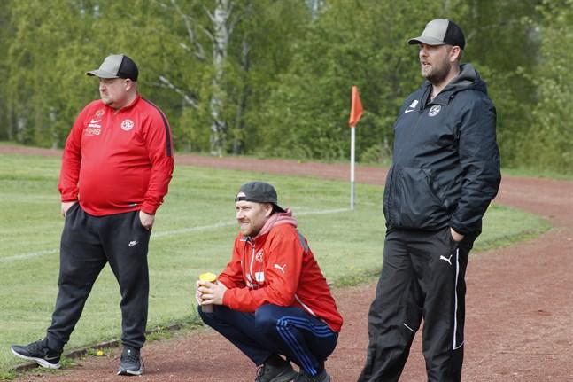 Johan Bärnlund, till vänster, och Alexander Bondén tränar Kaskö IK. Till höger lagledaren Kasper Rantakoski.