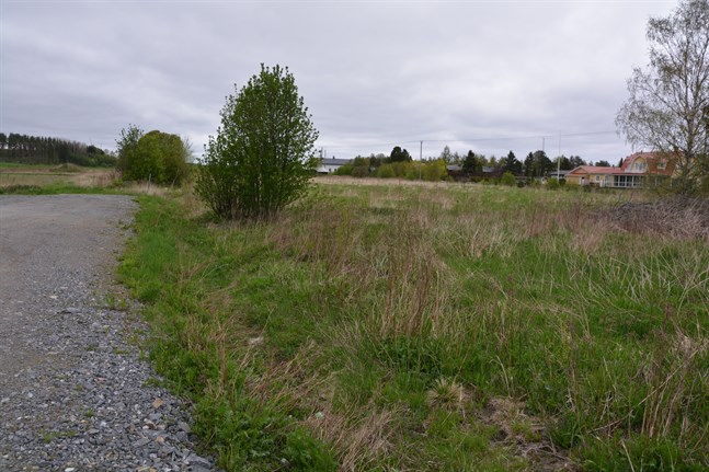 Det nya daghemmet byggs vid Karlsrovägen, som ska förlängas. Innan vägen är klar kommer en tillfälligt vägförbindelse att byggas till daghemmets tomt.