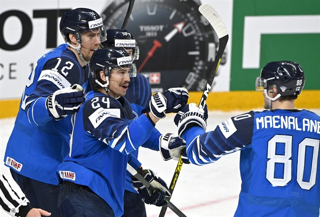 Lejonens förstakedja består av Saku Mäenalanen, Hannes Björninen och Marko Anttila.