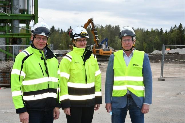 Nu är det nyvalde vd:n Jari Grönvall (till vänster) och Heli Nevala som ska sälja bort resten av bolagets egendom. Petri Hurri går i pension och lämnar Kristinestad på måndag.
