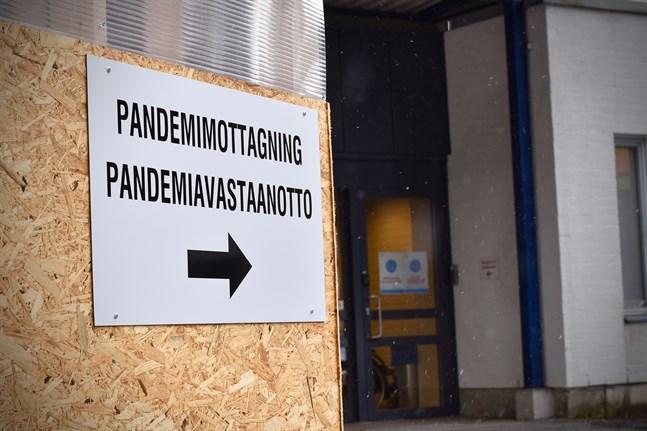 I Finland har 50,0 procent av befolkningen över 16 år fått minst en dos coronavaccin. 8,8 procent har fått två doser.