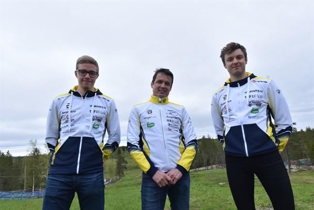 Minkens viceordförande Tomas Wikblom (i mitten) är nöjd med sina två nyförvärv på herrsidan, August (till vänster) och Oscar Högnabba.