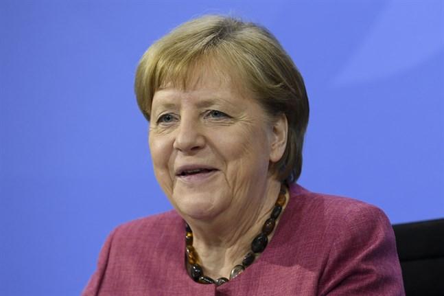 Tysklands förbundskansler Angela Merkel meddelar att landet gärna börjar vaccinera barn från tolv år och uppåt.