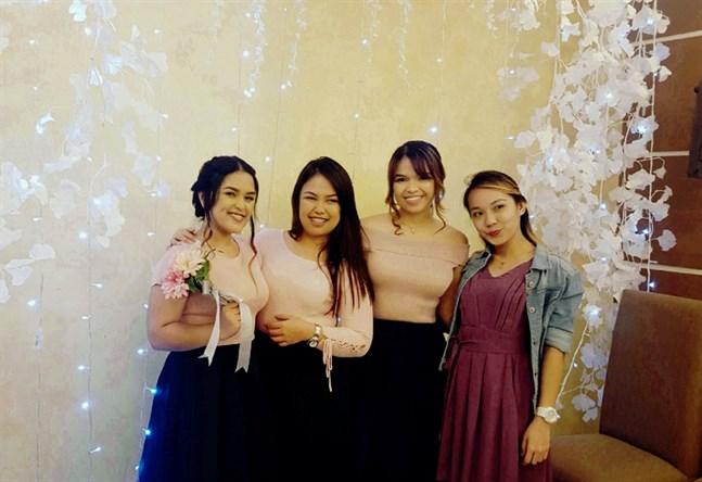 Systrarna Jannah Clarrise Clarin, Ma. Sophia Clarin och Fave Jovy Clarin och deras barndomskompis Katherine Joy Umanito driver företaget Teagether Milk Tea House i Filippinerna. Nu är två av dem i Vasa och öppnar ett bubbelte-ställe även här.