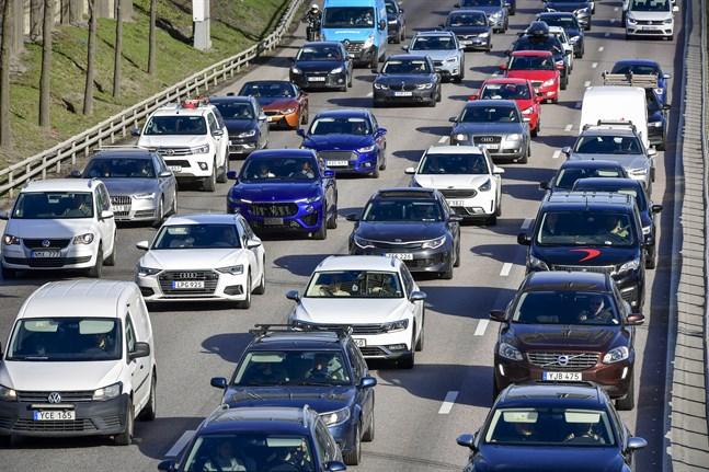 Utsläppen från vägtrafiken behöver minska kraftigt. Arkivbild.