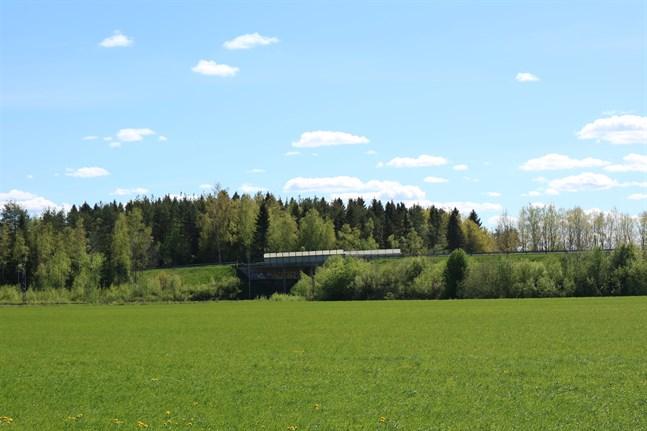 Järnvägsbron i Kållby anses inte räcka till för den tunga trafiken till och från Jakobstad.