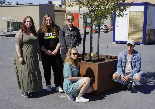 Jenny Sjöskog, Janina Stoor, Jessika Åkerlund, Ida Gädda och Johannes Fagerström har jobbat med gatukonst i två veckkor.