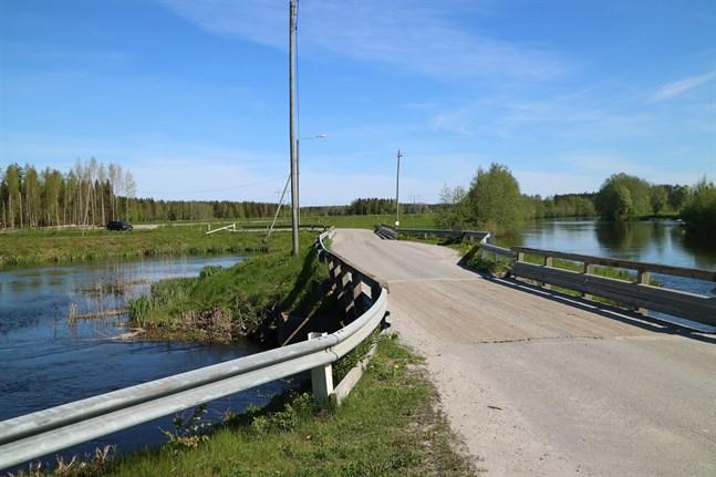 Östfolkbron binder samman Kållby med Ytteresse.