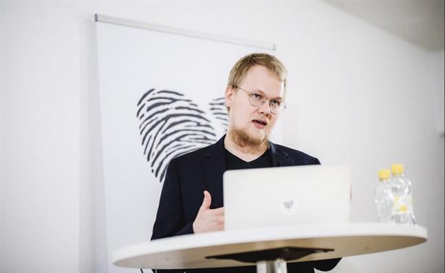 """""""Våra kalkyler visar att den finsk- och svenskspråkiga befolkningen kommer att öka i endast 21 kommuner i landet de följande 20 åren"""", säger Rasmus Aro, sakkunnig på konsultbolaget MDI."""
