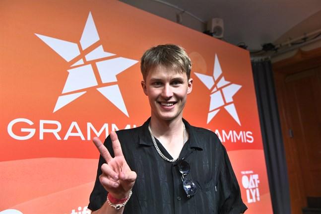 Victor Leksell tilldelas priset för årets låt på Grammisgalan.