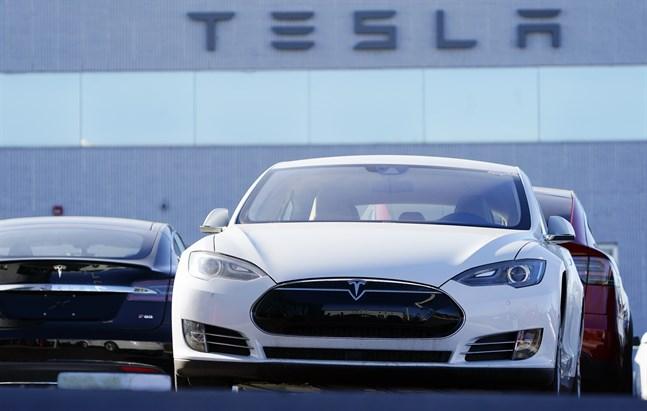 Omkring 8000 Teslabilar återkallas efter bältesproblem. Arkivbild.