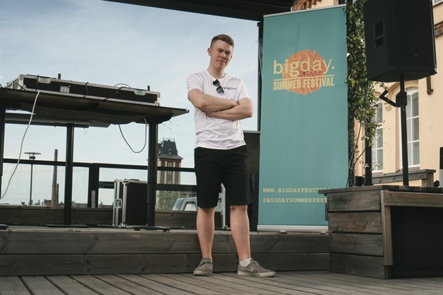 Henrik Hagnäs, från Karleby, driver bolaget HHD Entertainment tillsammans med brodern Herman Hagnäs och Dennis Asplund, från Vasa.