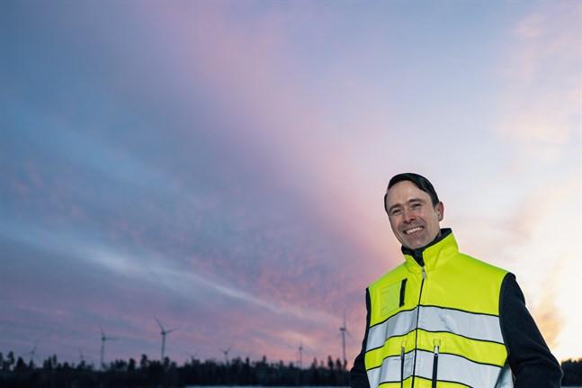 EPV Vindkrafts vindkraftspark i Teuva färdigställs under nästa år, och då börjar vindkraftverk att resas i Norrskogen i Närpes. Vd Frans Liski säger att vindkraftverken i Norrskogen beräknas producera el i över 30 års tid.