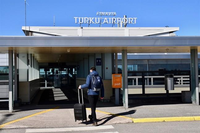 I flygtrafiken mellan Finland och andra EU- eller Schengenländer tillåts i fortsättningen även arbetsresor.