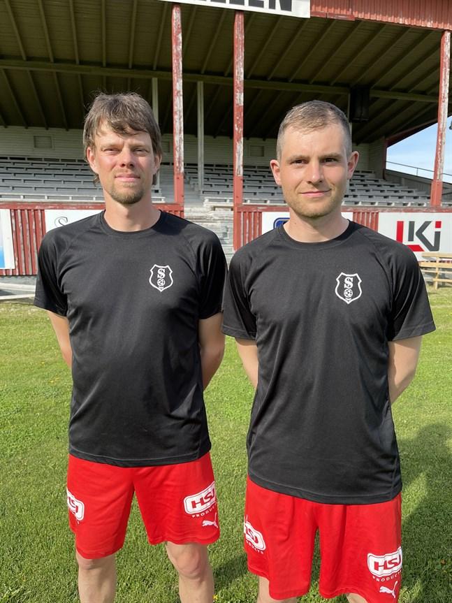 IF Standard tränas av Marc Müller (t.h), här tillsammans med lagkaptenen André Nilsson.