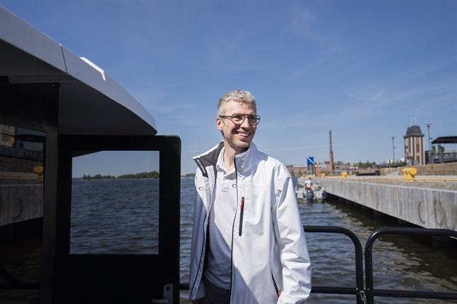 Efter många långa dagar är allt klart för de första turerna. Peter Ostberg skiner i kapp med solen.