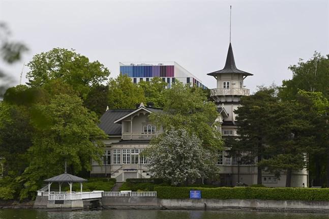 Statsrådets kansli utarbetar nu nya direktiv för de måltidsförmåner som gäller vid statsministerns tjänstebostad Villa Bjälbo i Helsingfors.