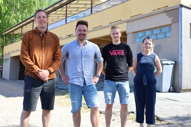 Jarkko Sjöblom (till vänster), Tommi Mäki, Mathias Niemi och Hanna Yli-Yrjänäinen är en del av teamet bakom Sandös nya vattenpark.
