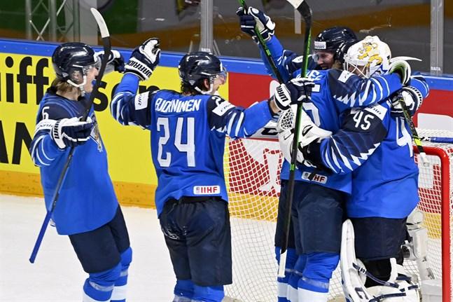 Hyllas den som hyllas bör – Jussi Olkinuora agerade levande vägg i Lejonens mål.