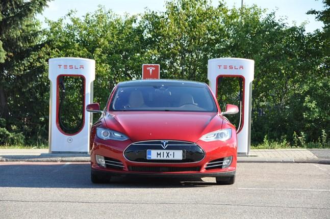 Många finländare vill nu köra med en miljövänlig elbil.