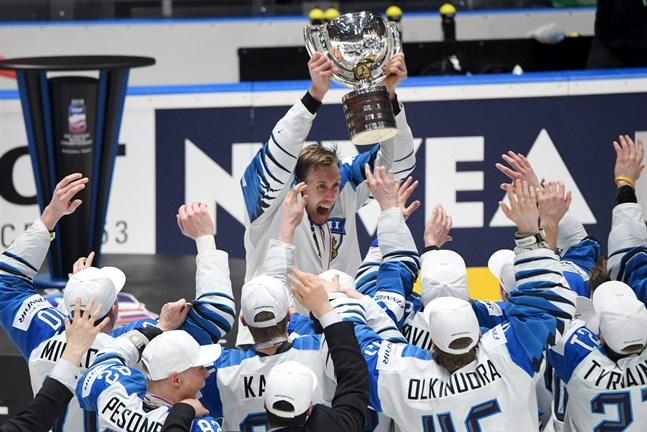 """Marko """"Mörkö"""" Anttila kan bli den hittills enda blåvita lagkaptenen i historien att lyfta VM-bucklan två gånger."""