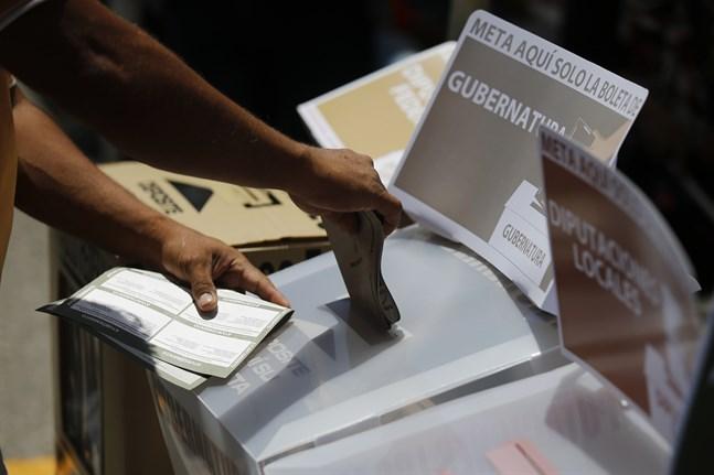 Över 90 politiker har dödats sedan valrörelsen i Mexiko inleddes i september.