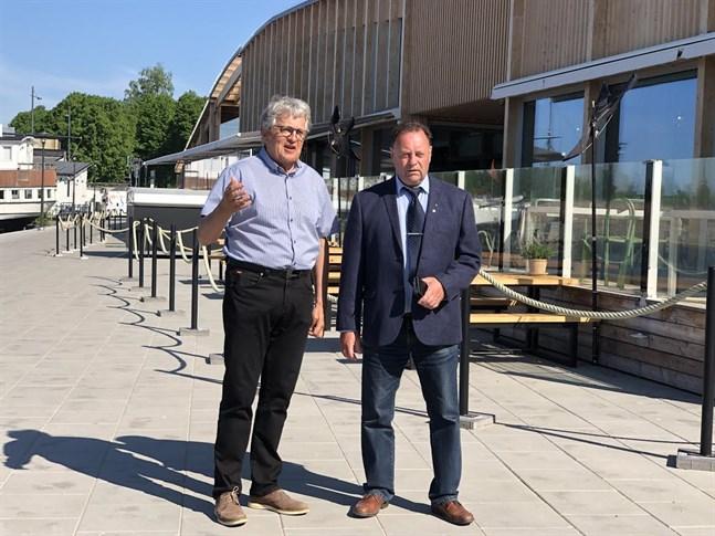 Ingemar Tåg och Mikael Fredman säger att avyttringen av Österbottens företagarföreningen och grundandet av en stipendiefond mötte ett visst motstånd bland företagarna i Närpes och Nykarleby, men att de till slut accepterat förändringen.