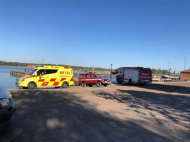 Flera räddningsenheter ryckte ut till strandpromenaden på tisdagen.