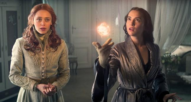 """Fantasyberättelsen """"Shadow and bone"""" med Daisy Head och Jessie Mei Li (bilden) får en andra säsong på Netflix. Pressbild."""