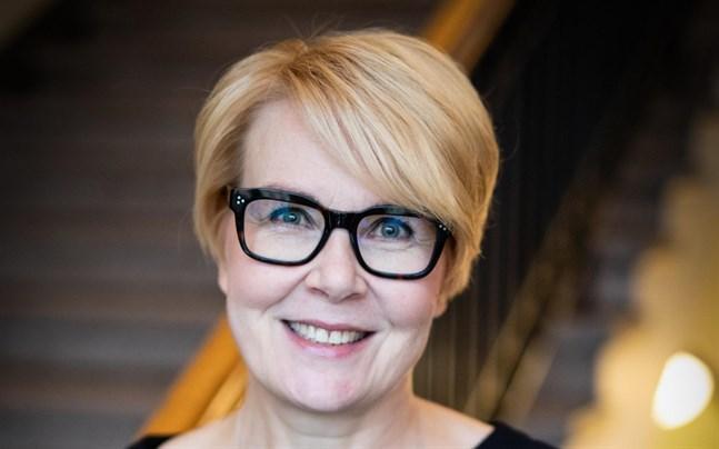 Päivi Anttikoski slutar som Statsrådets kommunikationsdirektör. Hon säger att beslutet inte hänger ihop med uppståndelsen kring statsminister Sanna Marins (SDP) frukostförmån.