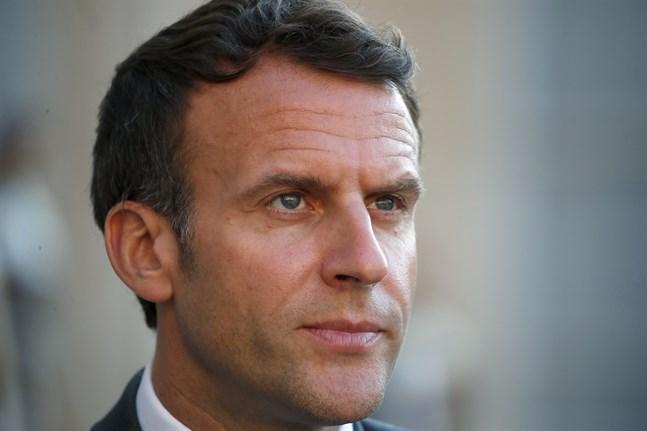 Emmanuel Macron fick en örfil.