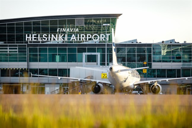 Snart börjar flygen gå oftare till och från Vasa – åtminstone om man får tro resebolagen som säljer biljetter till augustiresor. För att resa internationellt i juni och juli måste man åka via Helsingfors.