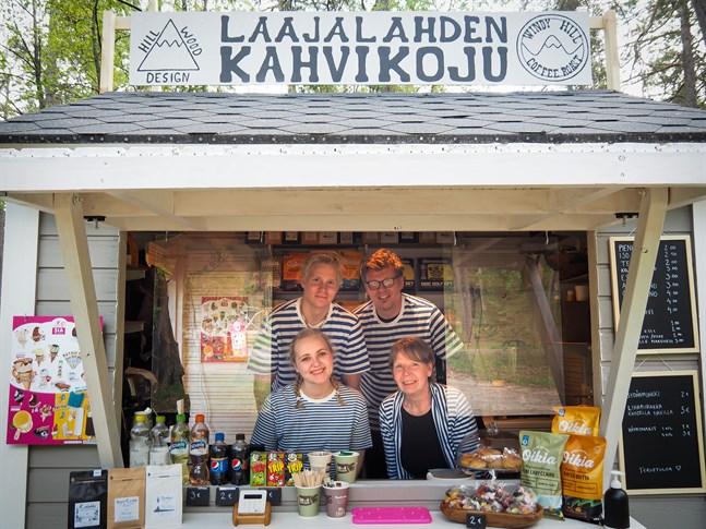 Touko, Jouni, Freya och Minna Salo har startat Sandskatas sommarcafé och de planerar att ha öppet hela sommaren.