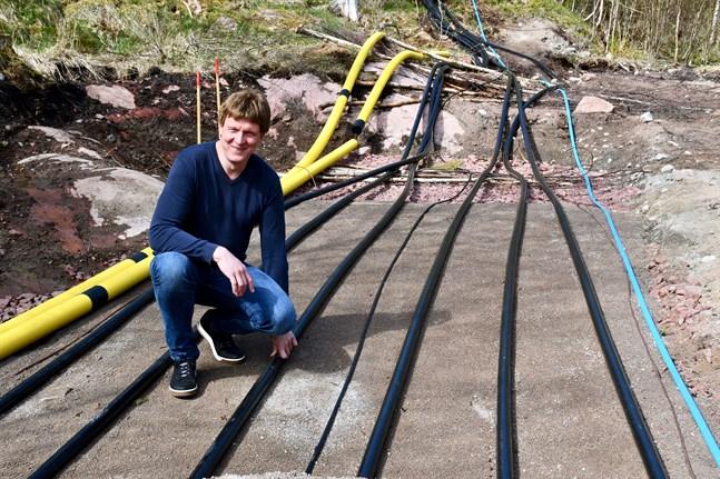 Henrik Lindqvist, vd för Allwinds, är projektledare för projekt Långnabba ute på Eckerös sydspets.