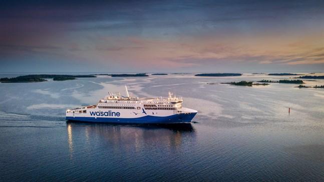Under tre dagar testades Aurora Botnia ute till havs utanför Raumo och Björneborg. Så här såg det ut en kväll då hon stävade in mot skärgården.