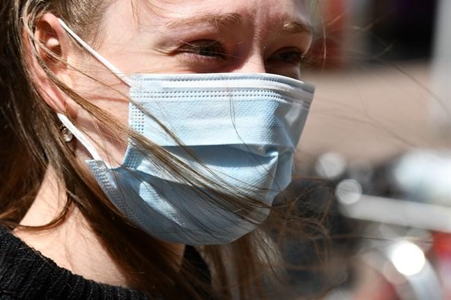 Användningen av munskydd har minskat förekomsten av infektioner i luftvägarna, meddelar Institutet för hälsa och välfärd. Arkivbild.