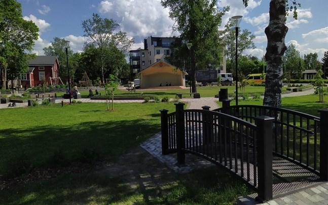 Närpes centrum har fått ett lyft bland annat tack vare satsningen på Centrumparken. Det är viktigt med trivsamma offentliga rum för invånare och besökare.