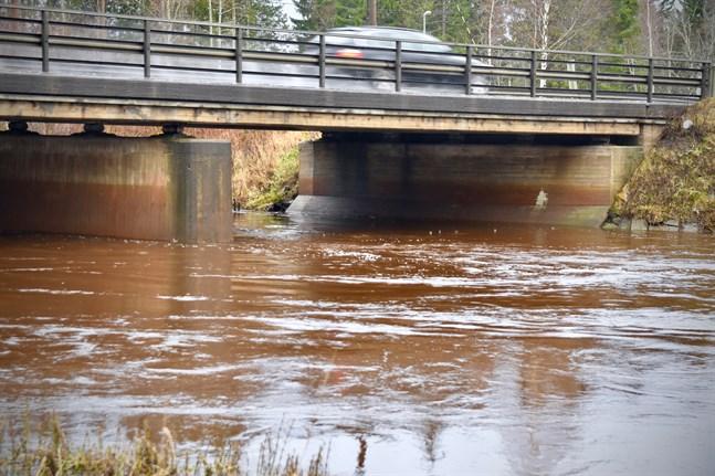 På bara ett dygn samlade medborgarinitiativet Vesi on meidän (Vattnet är vårt), som motsätter sig en privatisering av vattenförsörjningen, över 57 000 namn.