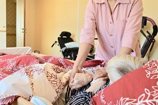Fackförbundet Super oroar sig både för patientsäkerheten och för hemvårdarnas välbefinnande. Arkivbild.