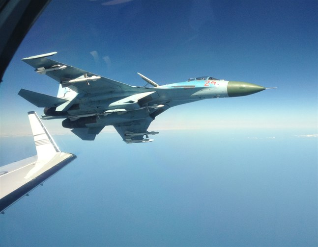 Rysk Su-27 fotograferad på nära håll från svenskt signalspaningsflygplan. Arkivbild.