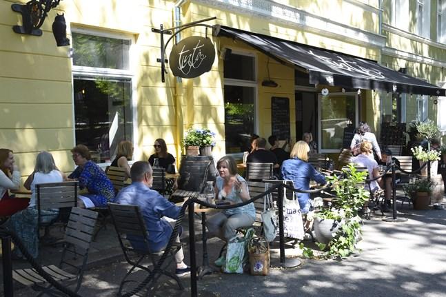 Turism- och restaurangförbundet Mara kräver en snabbare avveckling av restriktionerna i restaurangbranschen.