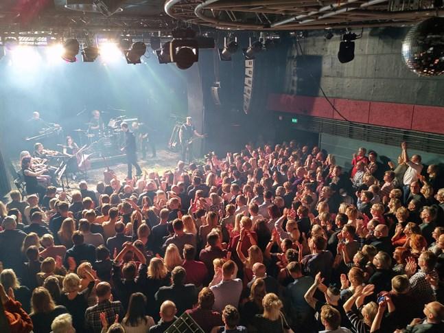 Inga svettiga och trånga konserter ännu, men det är möjligt att ordna evenemang om man känner till reglerna.