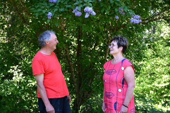 Mike Roddis och Lisbeth Saxberg-Blomkvist tycker att det är viktigt att det värdefulla arbete kvinnorna gjorde lyfts fram.