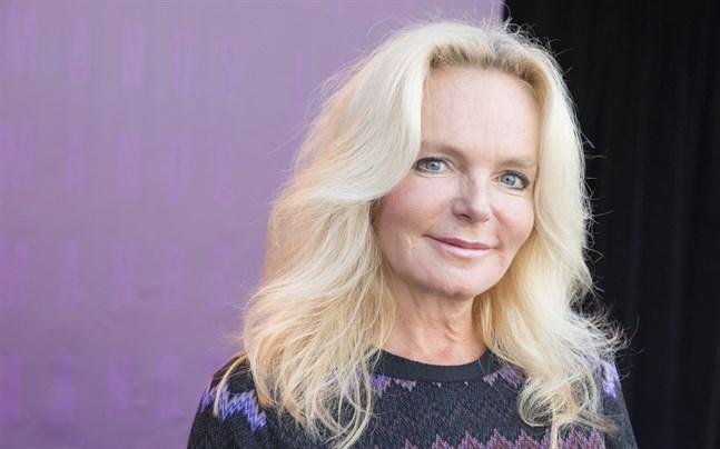Den irländska författaren Lucinda Riley har avlidit.