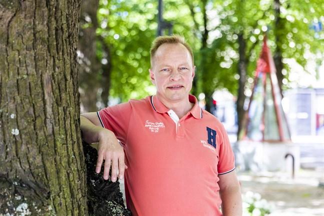 Vissa material är svåra att få tag i och leveranstiderna är långa, säger Vasa Byggnadsreparations vd Tom Rabb.