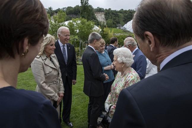 Drottning Elizabeth träffade USA:s president Joe Biden och USA:s första dam Jill Biden på fredagen under öppningsdagen av G7-mötet.
