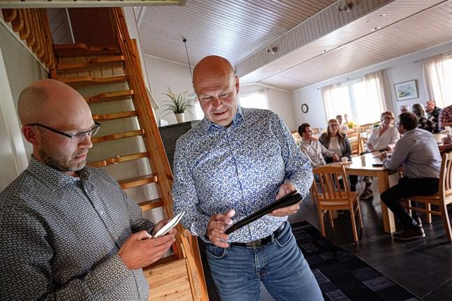 KD:s röstmagneter David Pettersson och Christian Backlund är nöjda med att partiet knep ett mandat till.