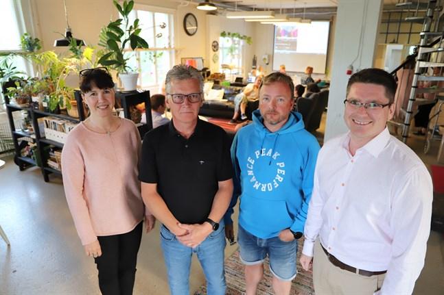 Hanna Strandberg, Tage Svahn, Jan Tallgren och Mikko Ollikainen har alla haft en paus från fullmäktigearbetet i Malax. Nu gör SFP-kvartetten comeback.