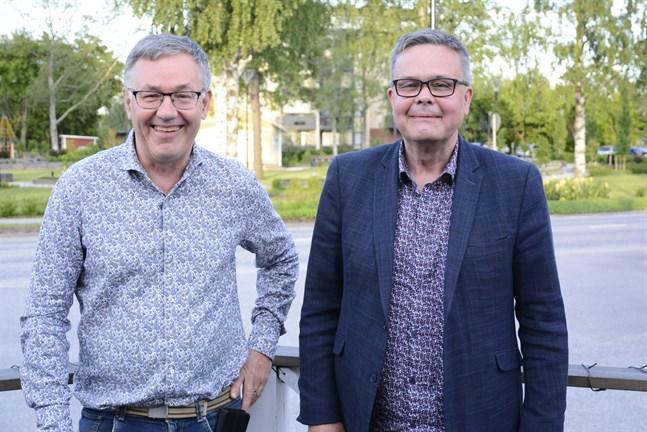 Närpes två röstkungar: Hans-Erik Lindqvist och Anders Norrback var nöjda åt både personliga och partiets resultat.
