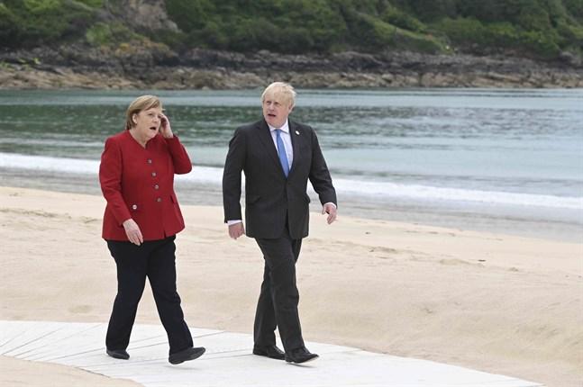 G7-mötets värd, den brittiske premiärministern Boris Johnson tillsammans med Tysklands förbundskansler Angela Merkel.